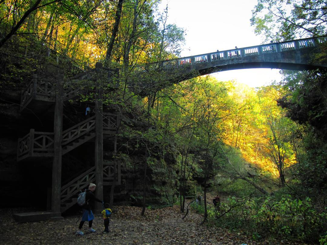 Hiking in the lower dells of Matthiessen State Park