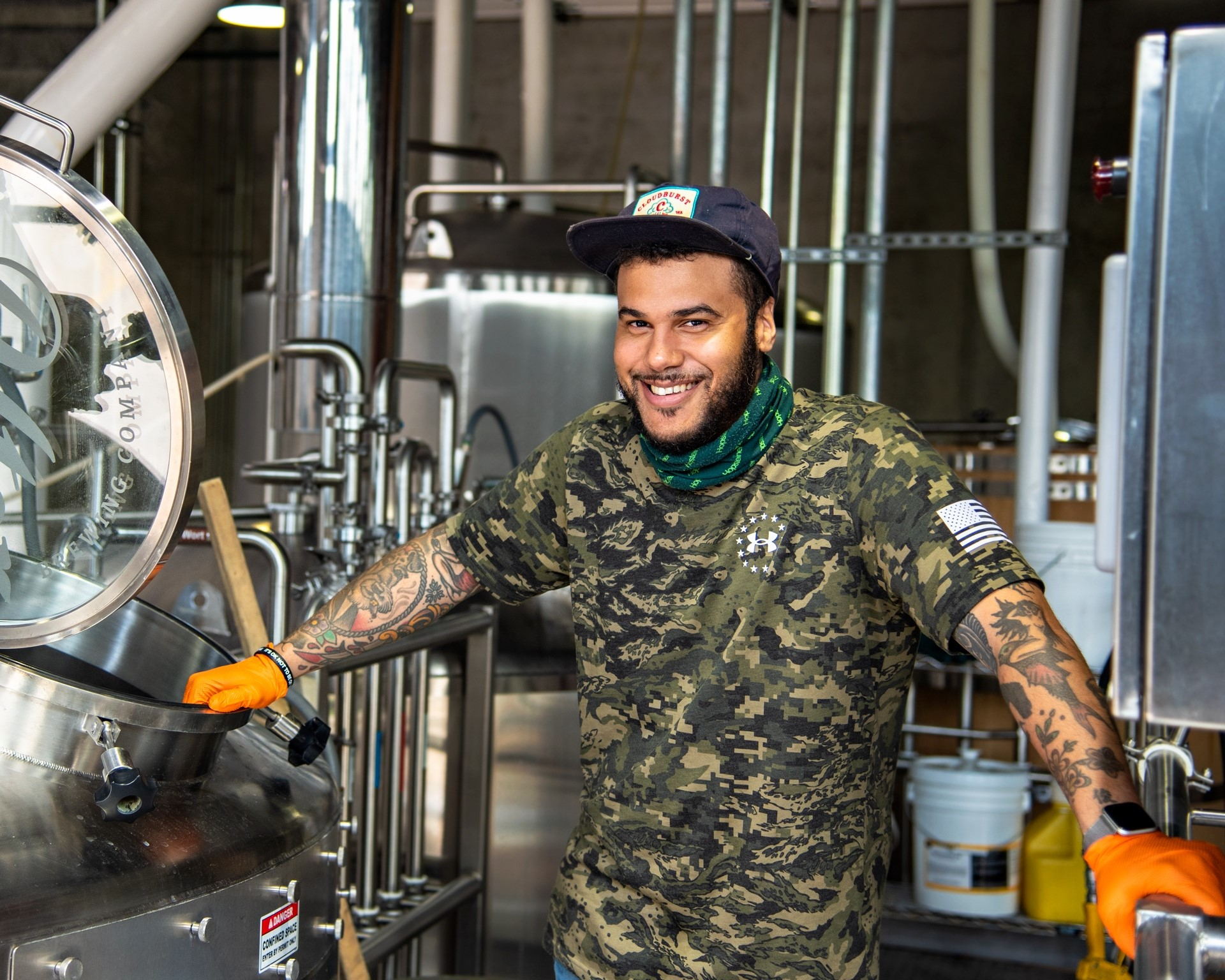 Brewer prepping Alter Brewing Company's Festbier