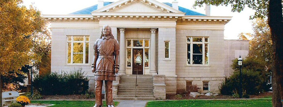 exterior shot of the Mendota museum with the statue of wild bill