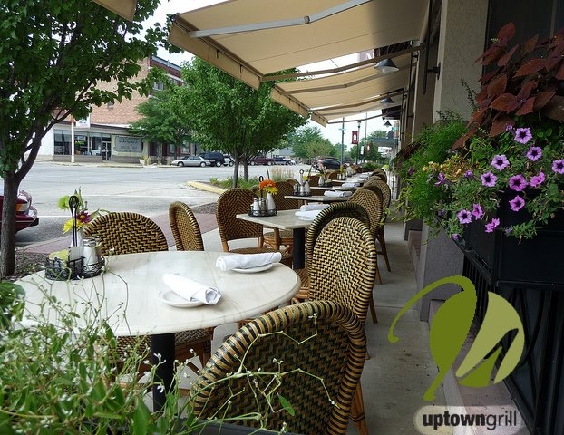 outside dining at Uptown grill
