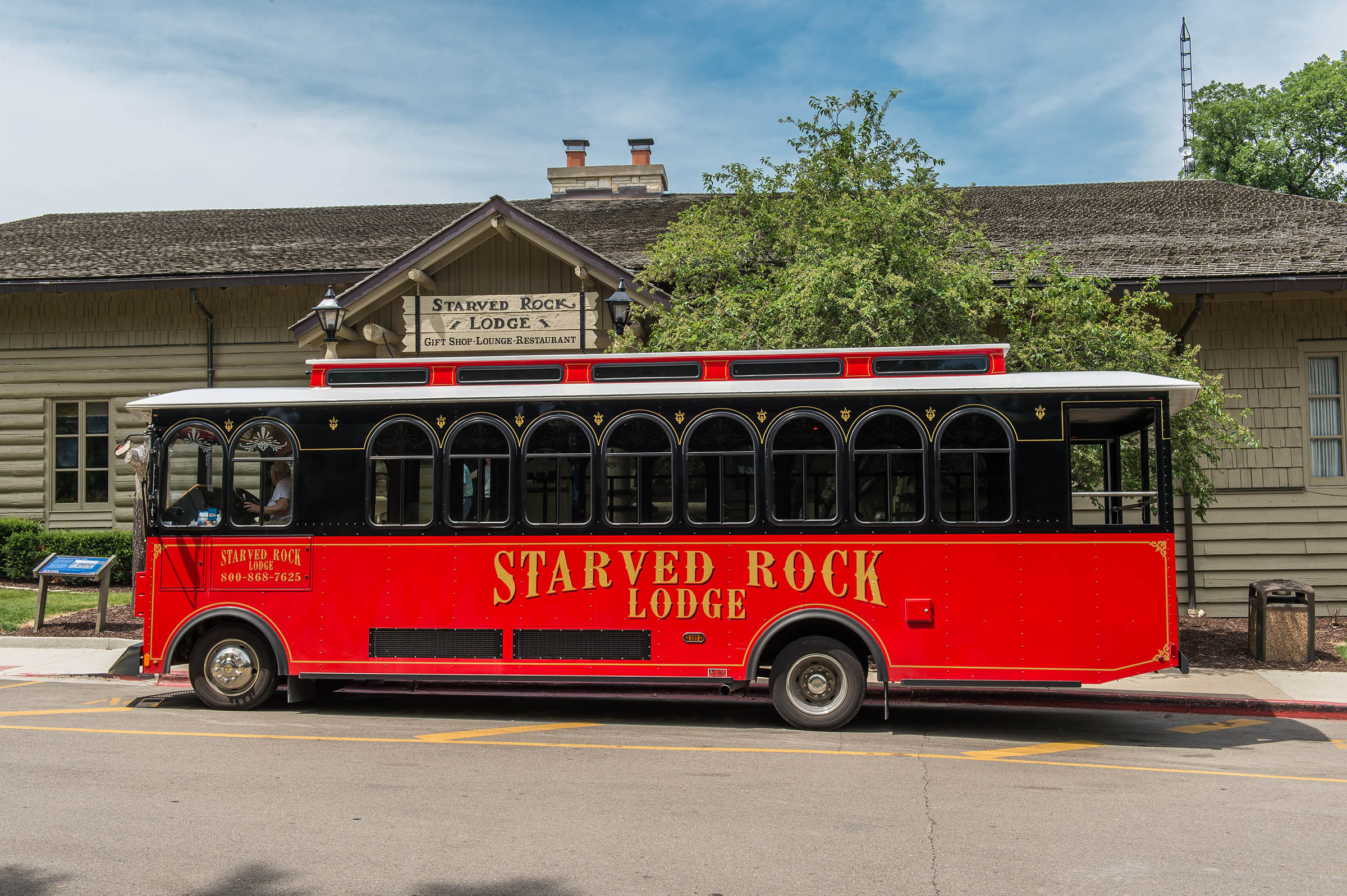 Red Trolley on streets of starved rock area