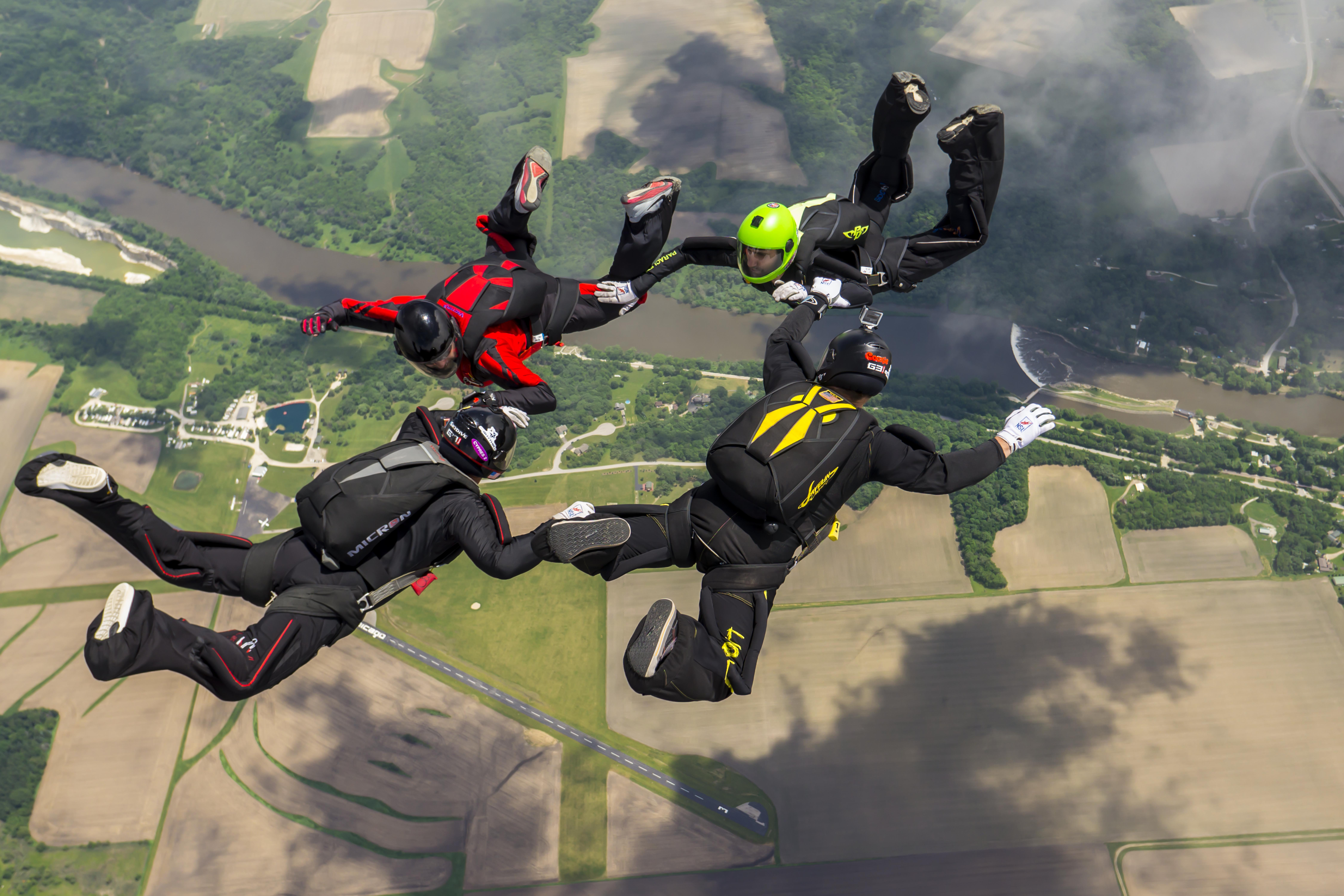 Skydive Chicago jumpers